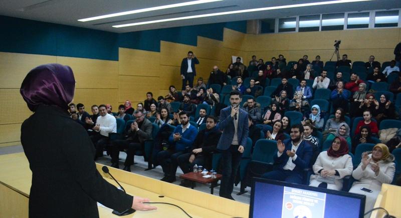 Çiğdem Erdoğan Atabek gençlere konuştu