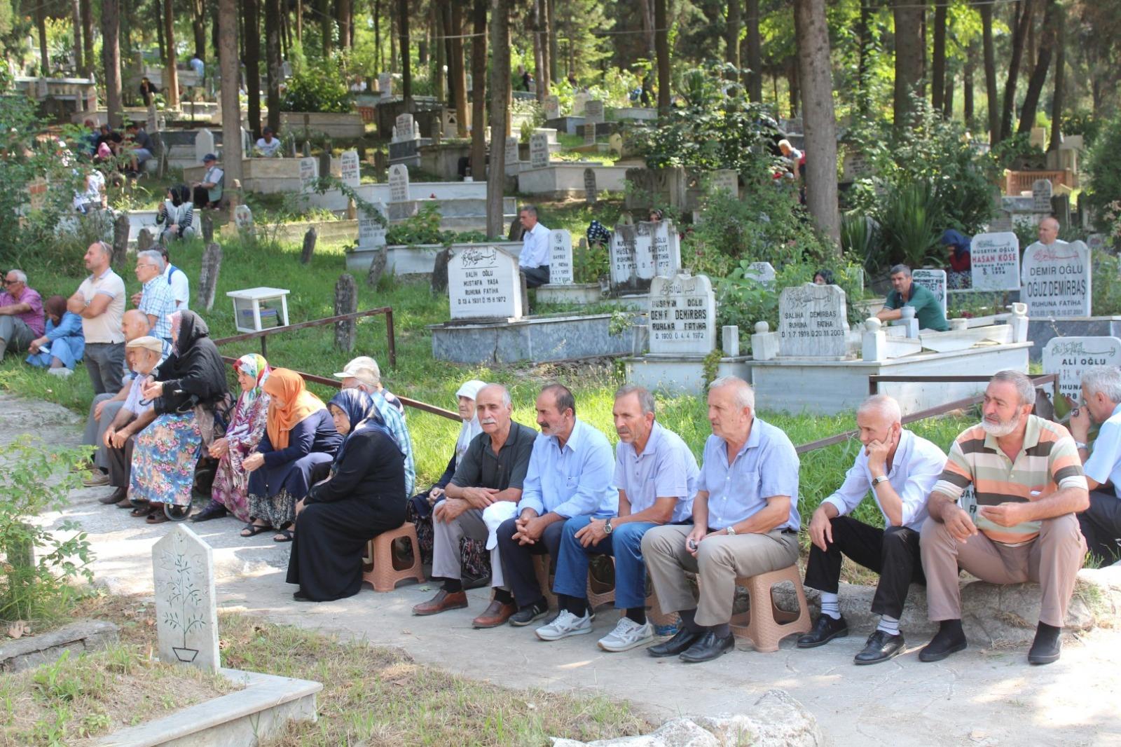 Ferizli'de mezarlıklar doldu