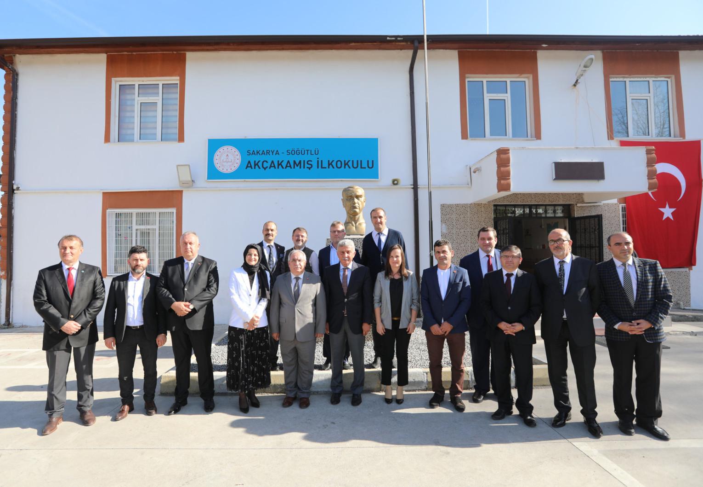 Vali Nayir'den Söğütlü'de eğitim ziyaretleri