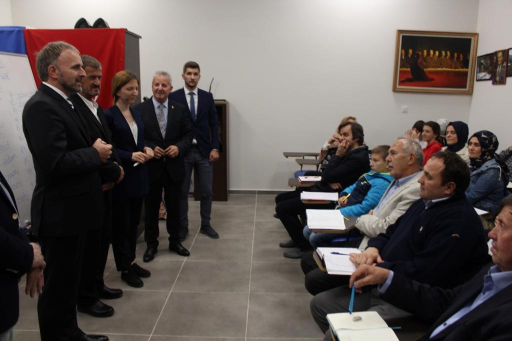 Bosna Hersek  Büyükelçisi öğrencilerle