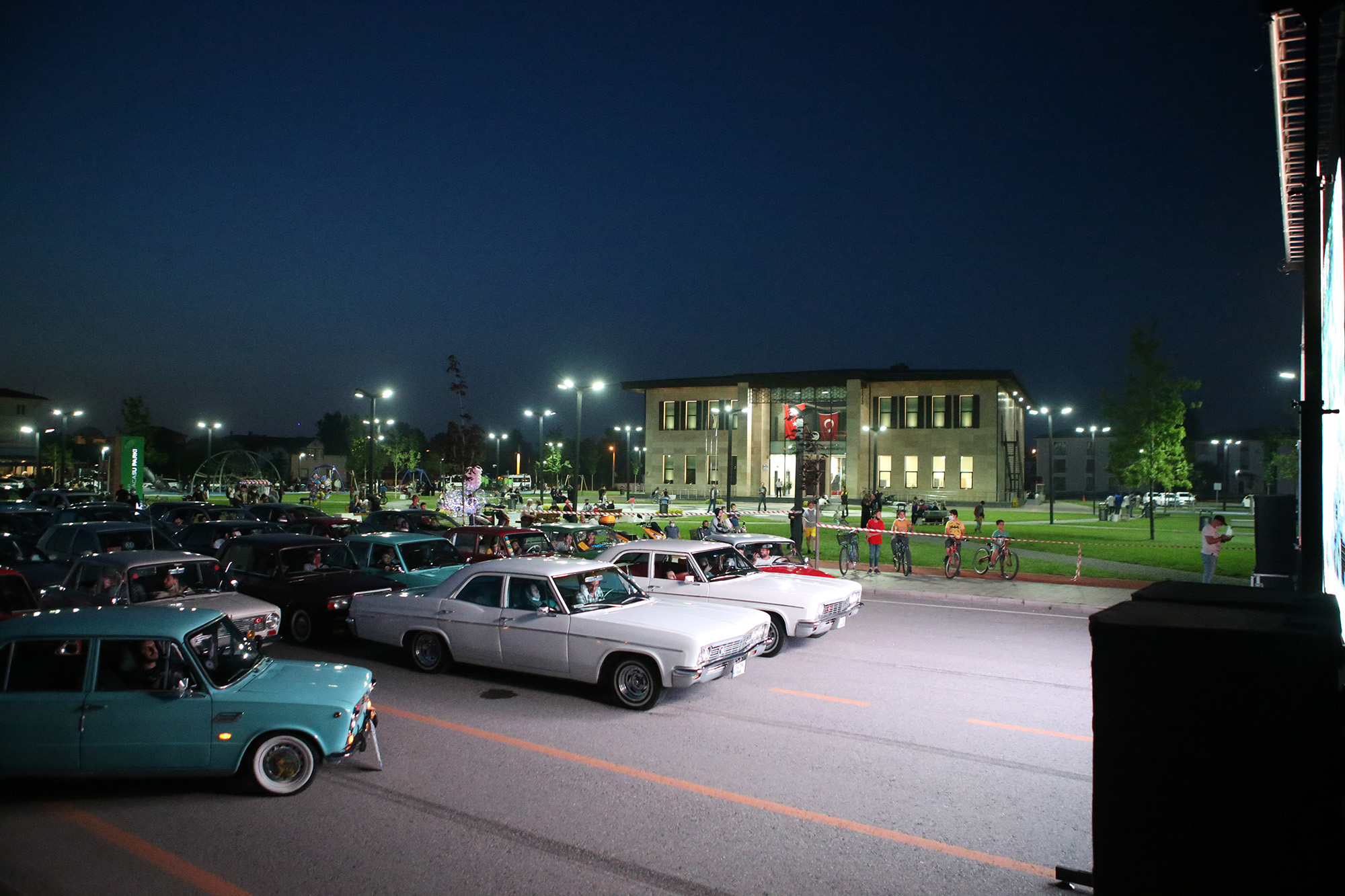 Arabalı sinema Akyaz'daydı