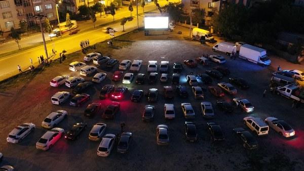 Arabalı sinema Erenler'de izlendi