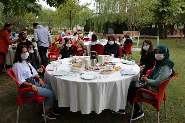 Söğütlü'de üniversiteyi kazananlara ödül