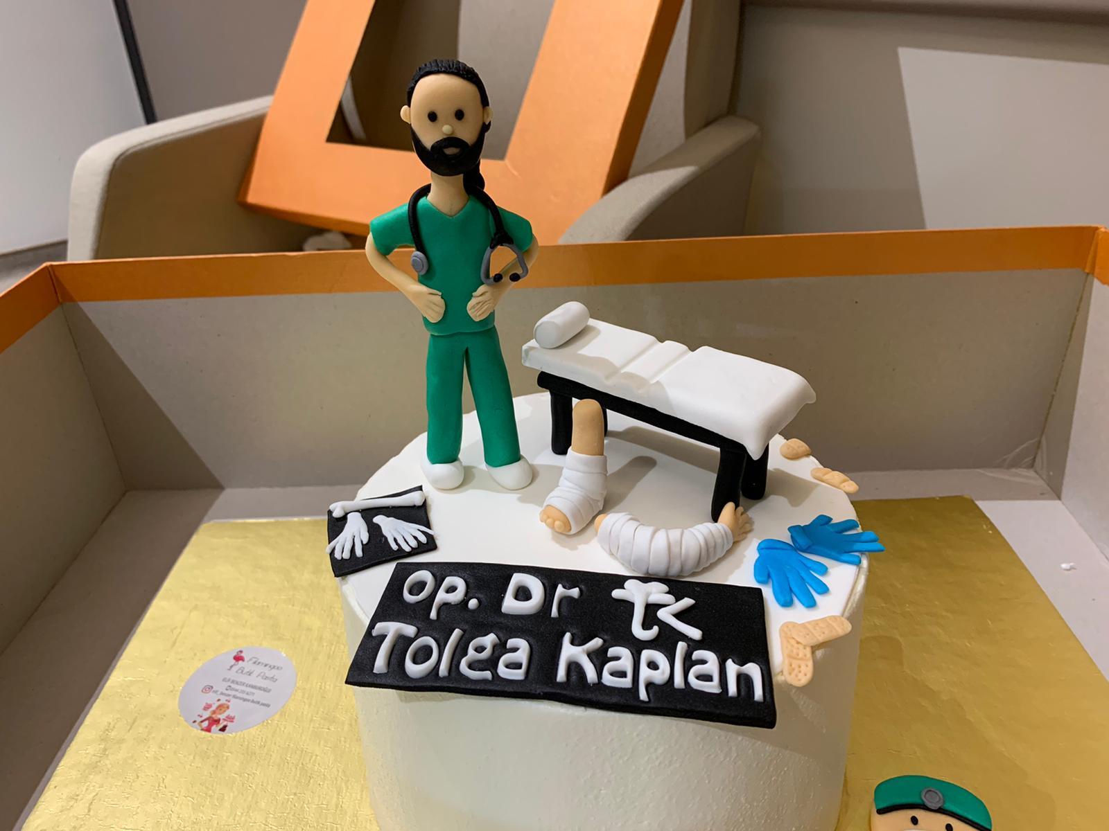 Doktora anlamlı  teşekkür pastası