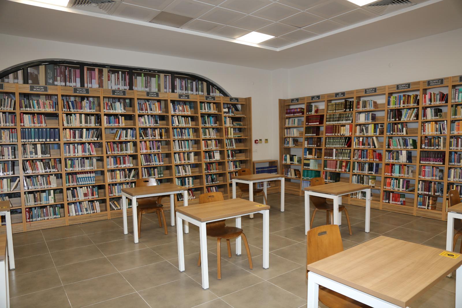 Serdivan kütüphanesi kapılarını açtı