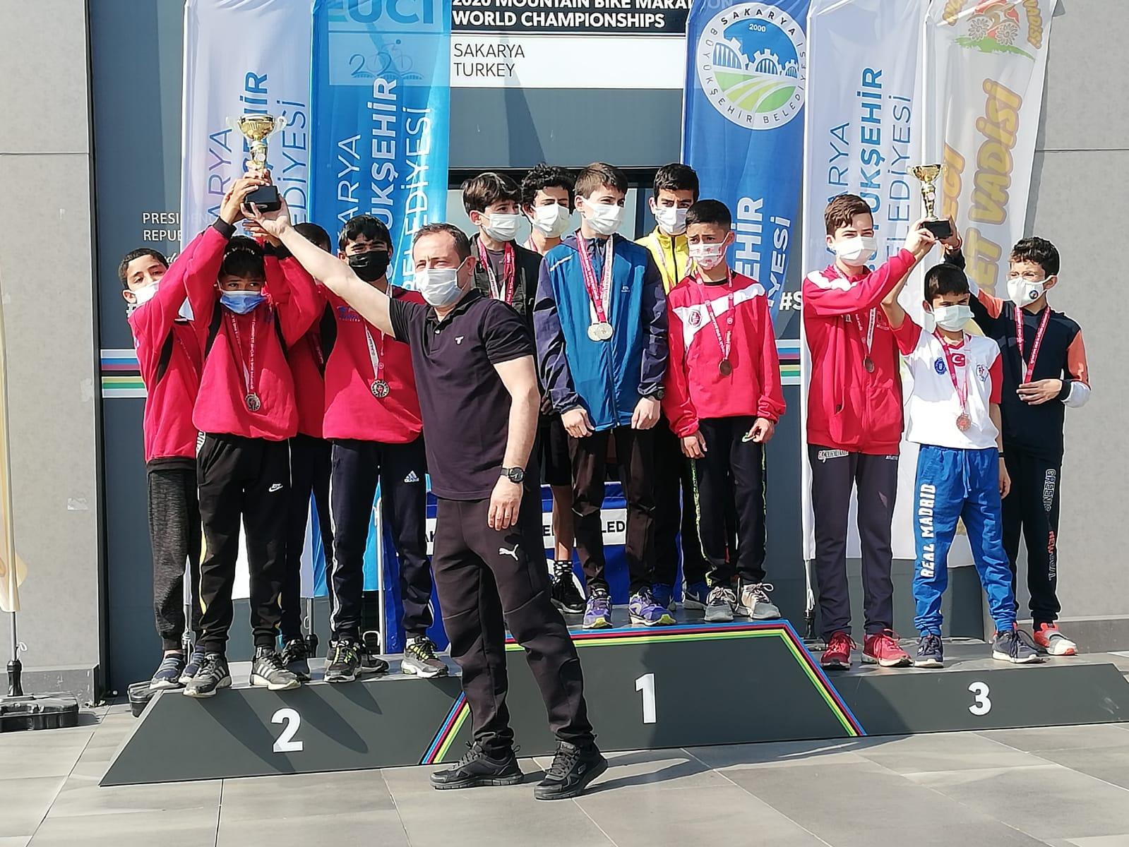 Genç krosçular yarıştı