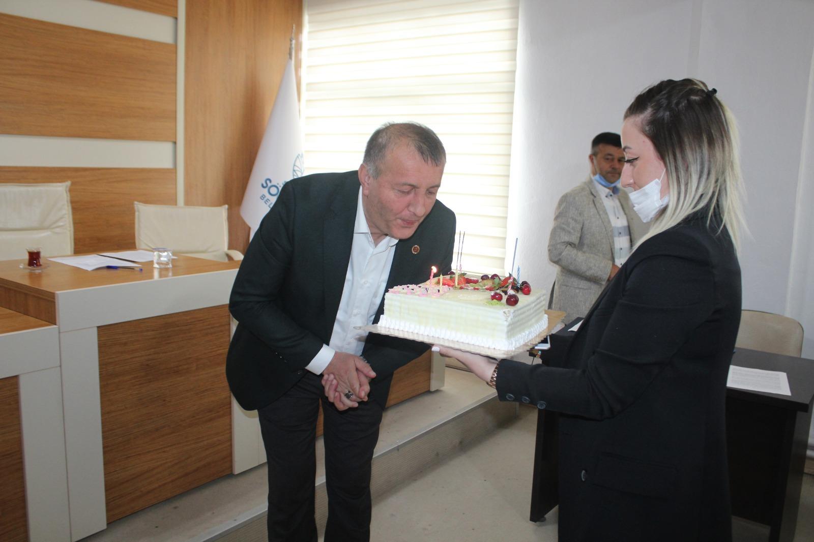 Mecliste doğum günü sürprizi
