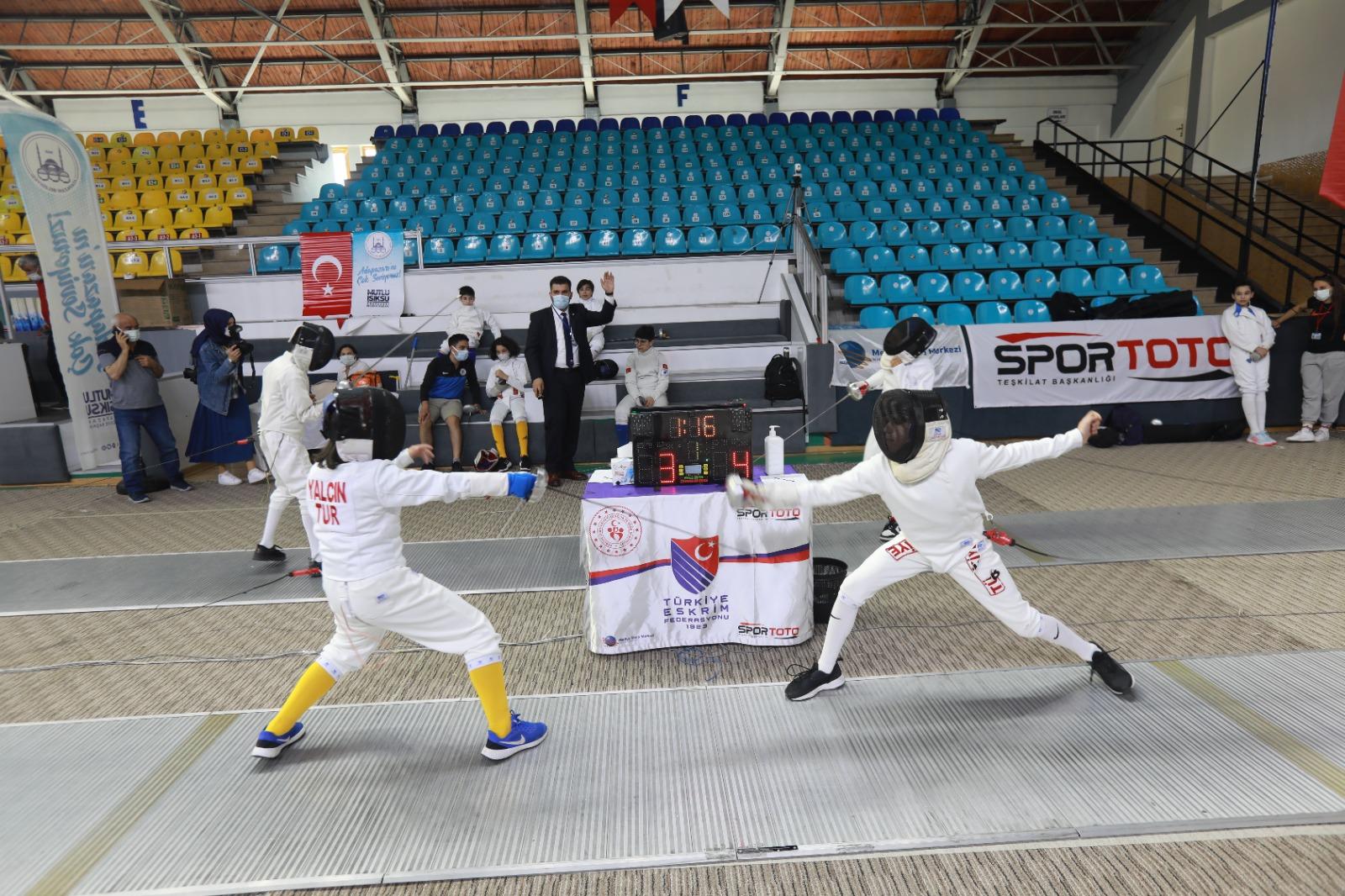 Eskrim Türkiye Şampiyonası başladı