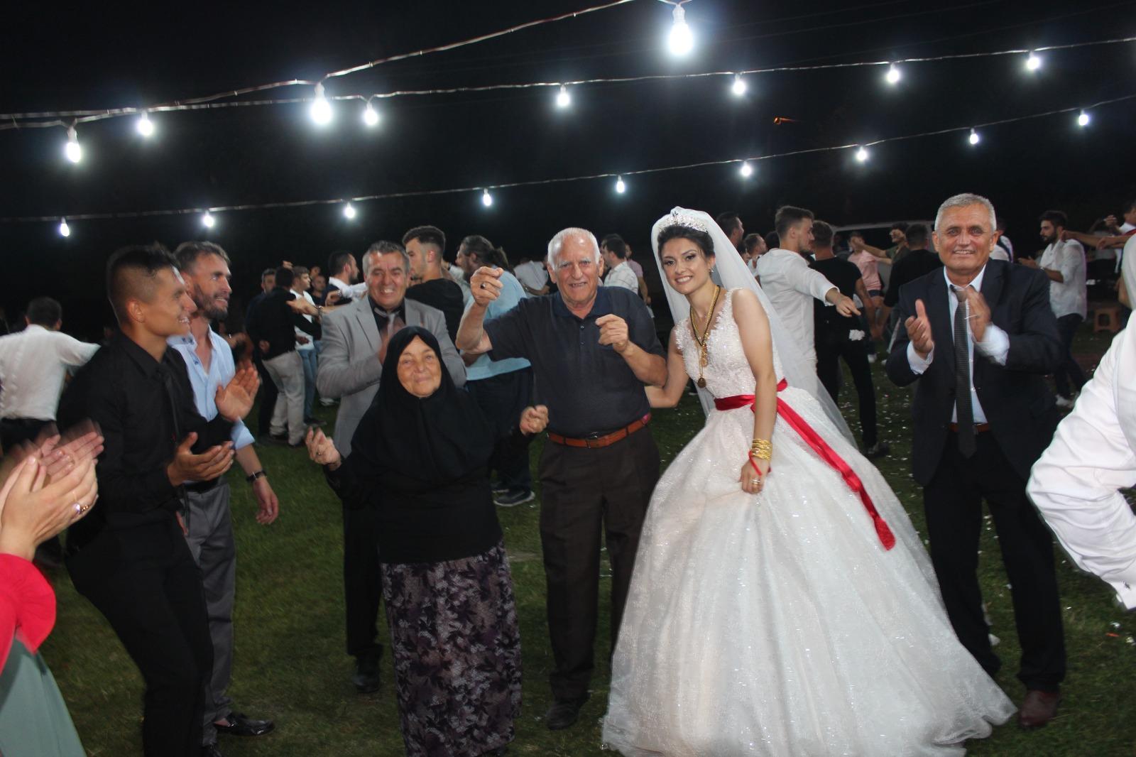 Ferizli'de çok tatlı düğün