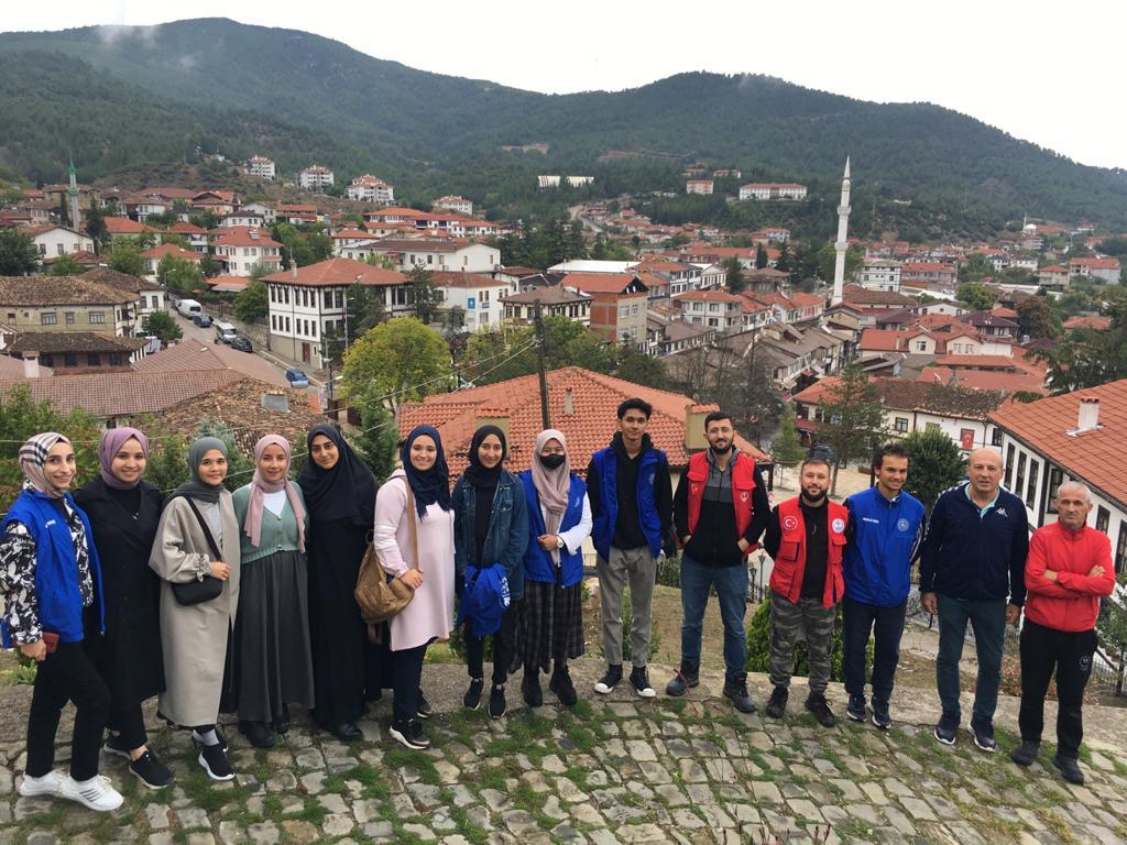 Gençler Taraklı'yı gezdi