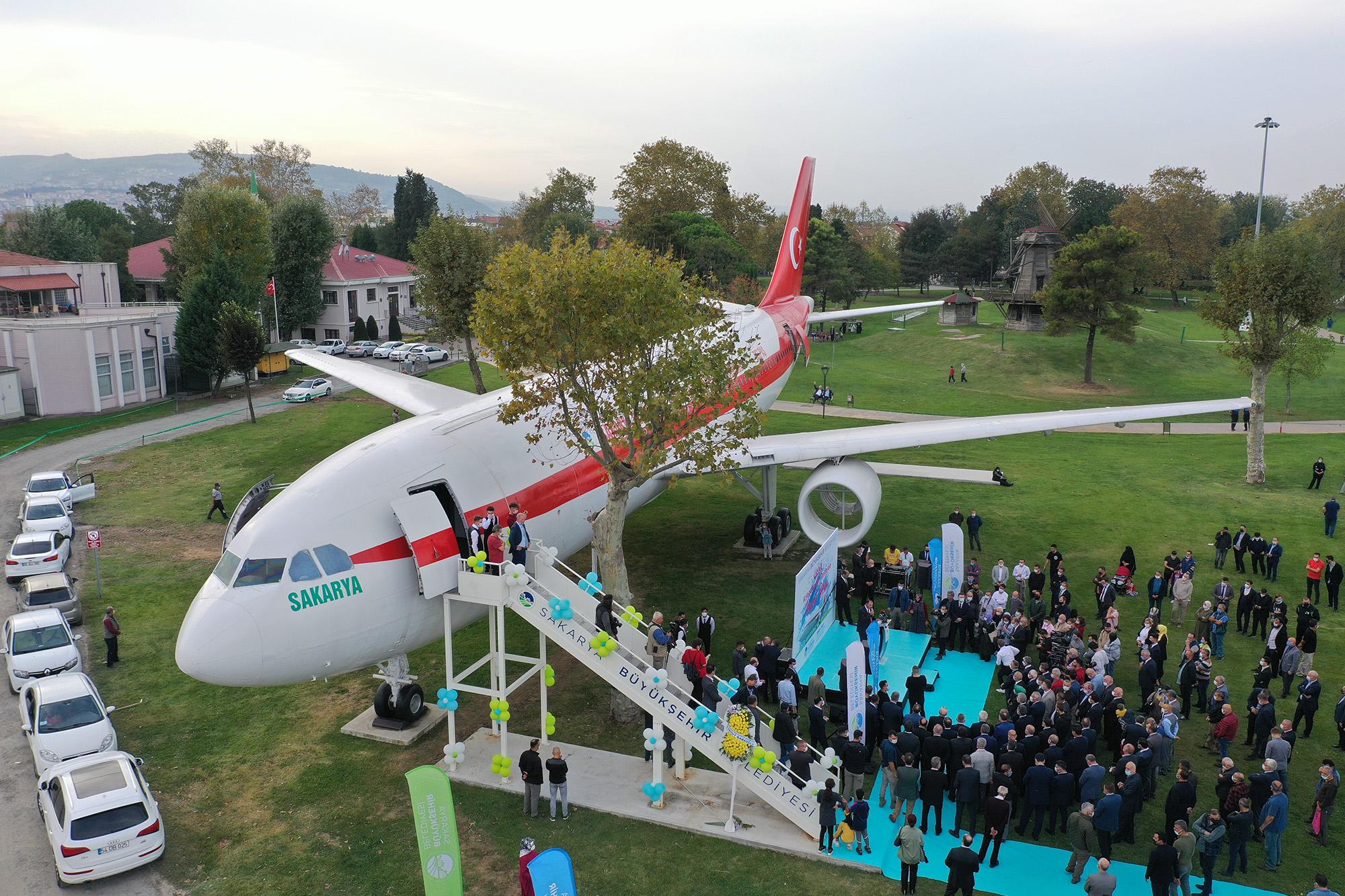 Uçak Kıraathanesi açıldı